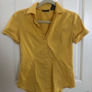 Short sleeve button down, yellow
